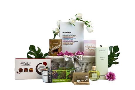 You're Engaged Gift Hamper Contents